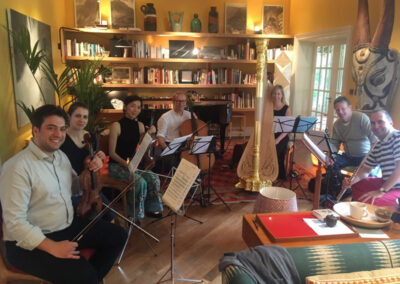 Con le prime parti della Philharmonia Orchestra
